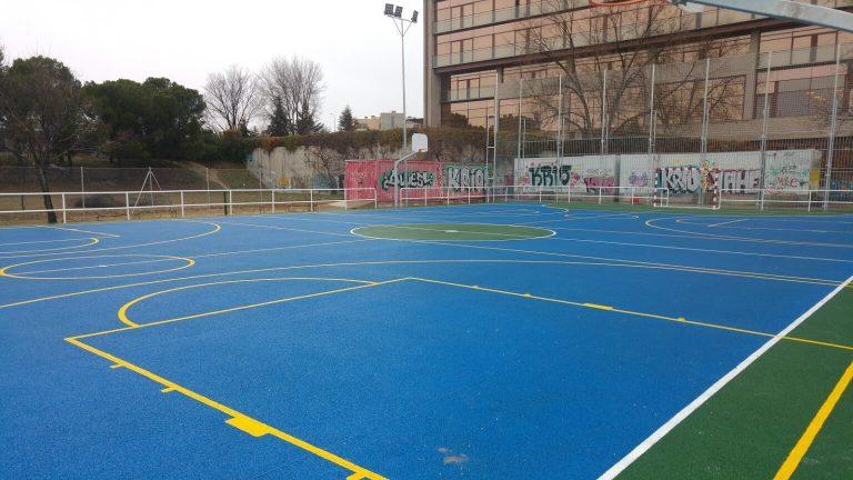 Pista multiusos de la instalación deportiva del barrio del Aeropuerto