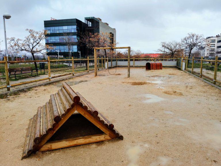 Área canina instalada en el Ensanche de Barajas