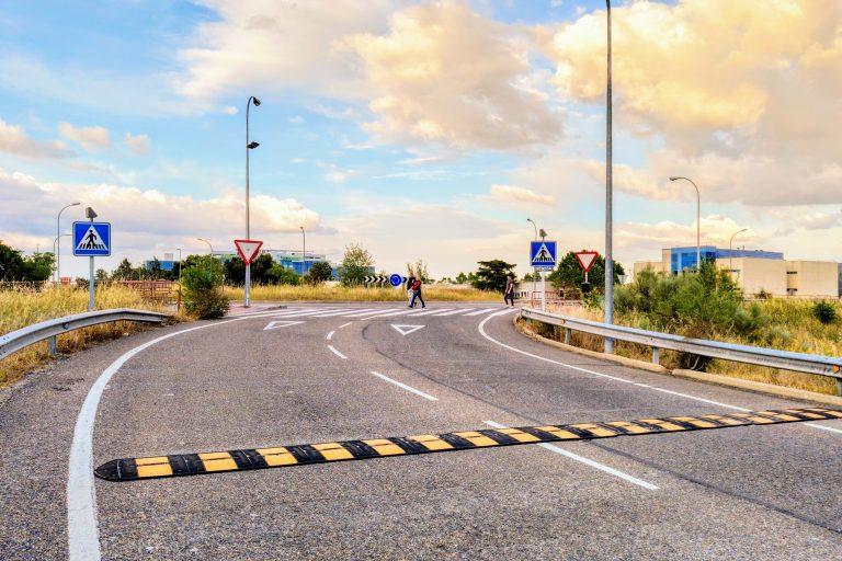 Paso de peatones en el acceso a la M-22